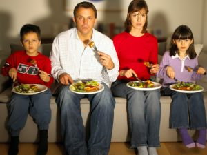 comer mirando la tele